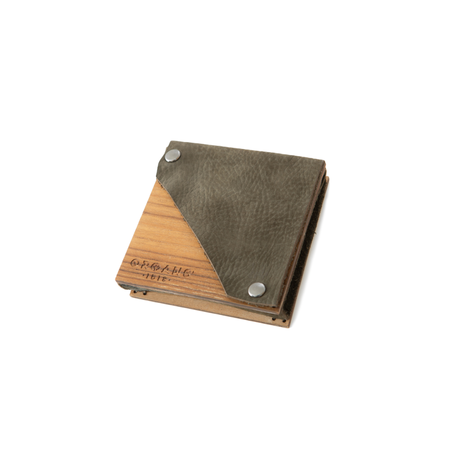 teak-wallet-brown-perspective2